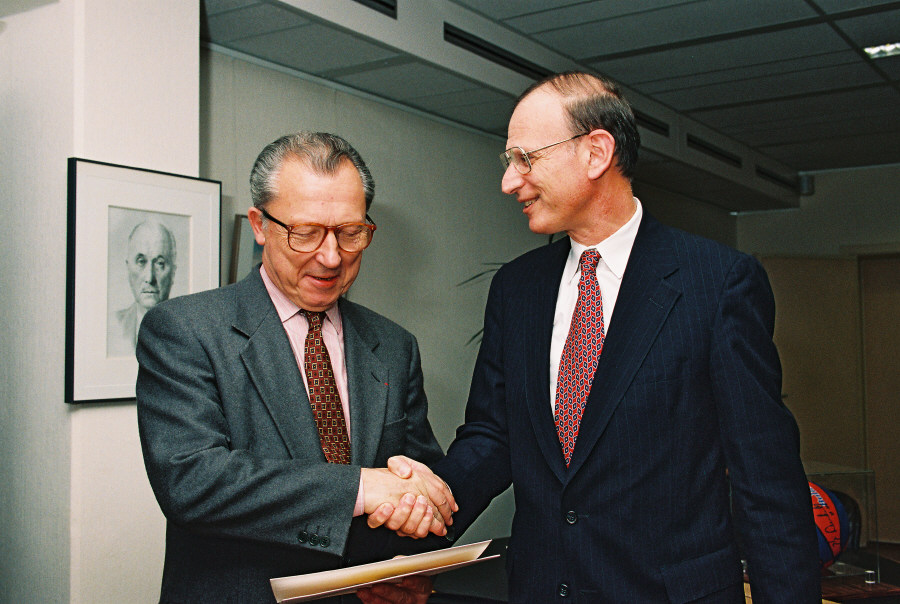 Presentation of the credentials of the Head of the Mission of the United States to Jacques Delors, President of the CEC