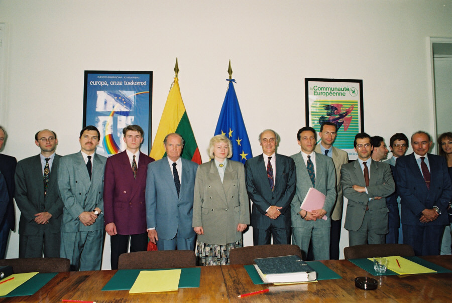 Signing of a free-trade agreement with Lithuania