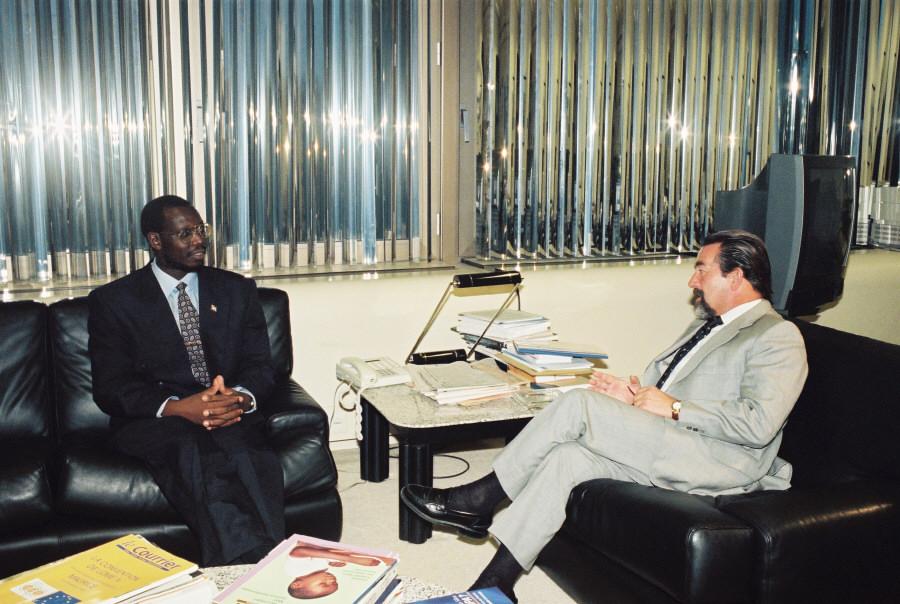 Visite de Pascal-Firmin Ndimira, Premier ministre burundais, à la CE