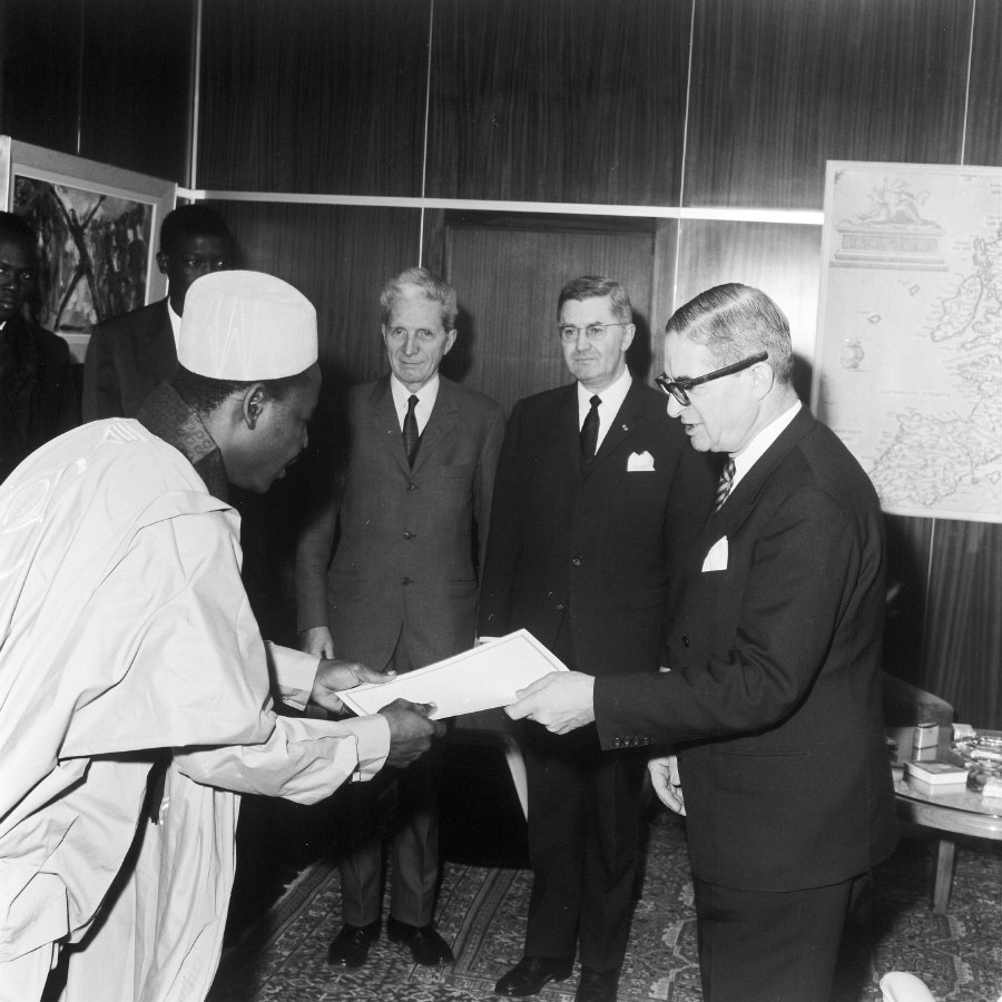 Presentation of the credentials of the Head of the Mission of Chad to Jean Rey, President of the CEC