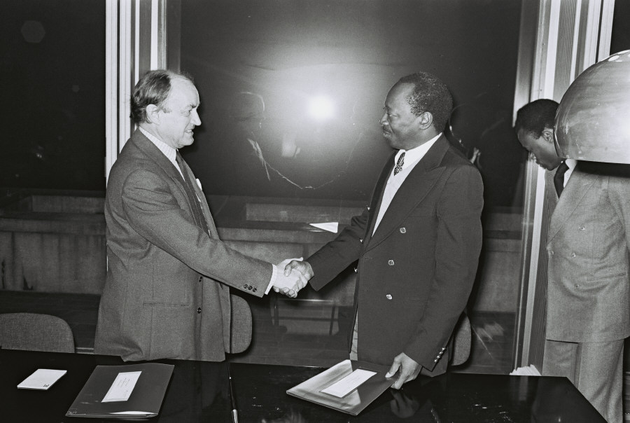 Signing of a financing convention between the EEC and Guinea