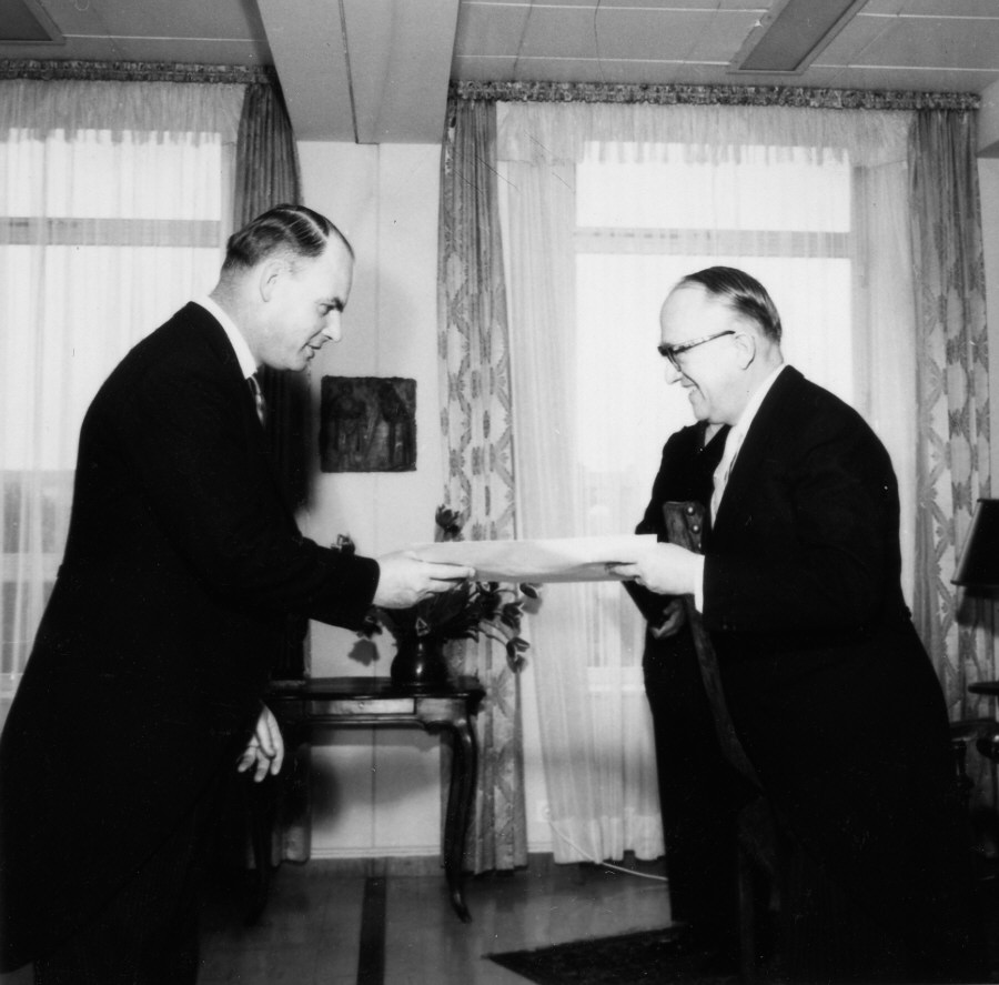 Presentation of the credentials of the High Commissioner of New Zealand to Walter Hallstein, President of the Commission of the EEC
