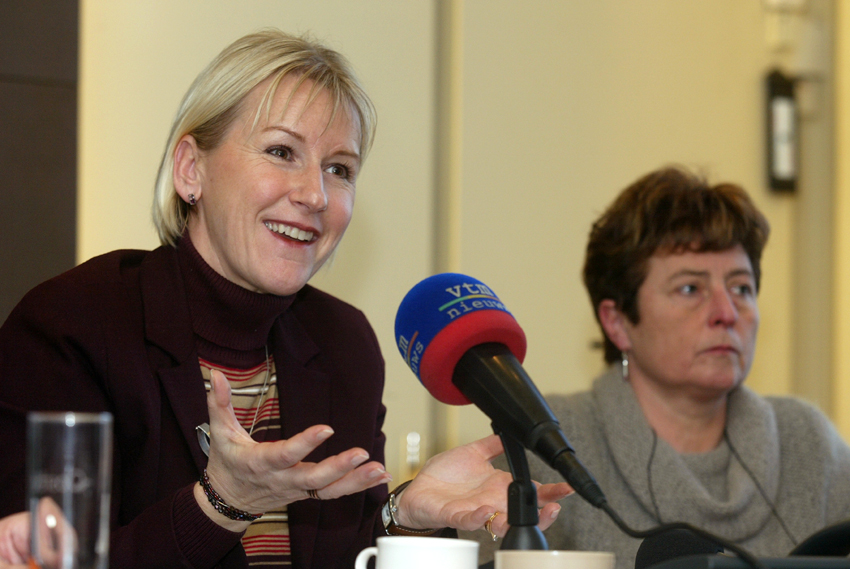 Visit by Margot Wallström, Member of the EC, to a centre for cleaning oil covered birds