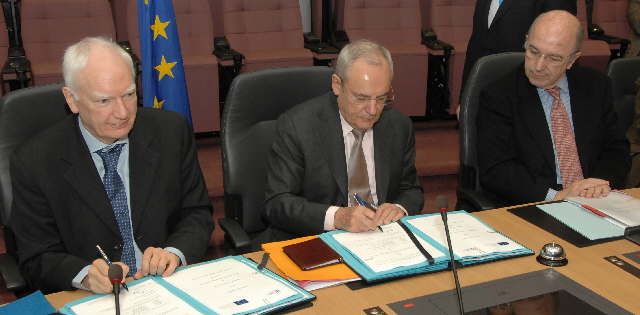 Signature of a Cooperation Agreement between the EIB and the EC establishing a Loan Guarantee Instrument for trans-European transport network projects