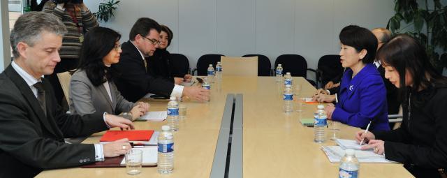 Visite de Mizuho Fukushima, secrétaire d'Etat japonaise à la Consommation et à la Sécurité alimentaire, aux Affaires sociales et à l'Egalité des sexes, à la CE
