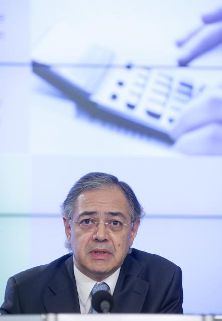 Conférence de presse de Vítor Manuel da Silva Caldeira, président de la Cour des comptes, sur le rapport annuel de la Cour des comptes européenne relatif à l'exécution du budget de l'UE pour l'exercice 2009