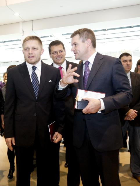 Participation of Neelie Kroes and Maroš Šefčovič, Vice-Presidents of the EC, in 'The School Dance – Digital Champion' event