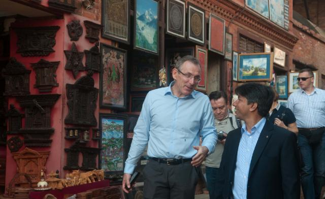 Visite d'Andris Piebalgs, membre de la CE, au Népal