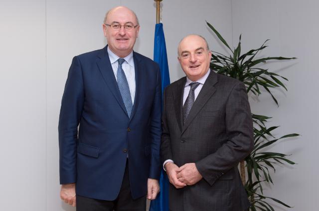Visite de Paddy Burke, président du Sénat irlandais, à la CE
