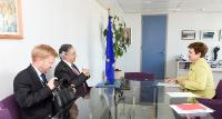 Discussion between Vítor Caldeira, 2nd from the left, and Kristalina Georgieva, on the right, in the presence of Eduardo Ruiz García, Secretary General of the Court of Auditors