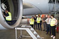 Démonstration des inspections de routine sur un avion à l'aéroport de Bruxelles-Zaventem et cérémonie de signature des premières autorisations uniques en matière de sécurité aérienne à 22 exploitants de pays tiers