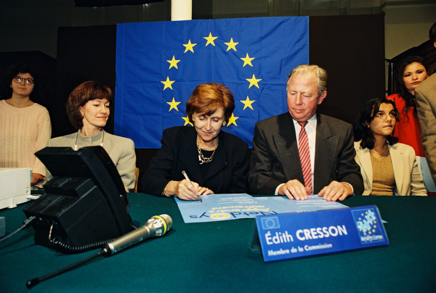 Launch of Netdays by Jacques Santer, President of the EC, and Edith Cresson, Member of the EC