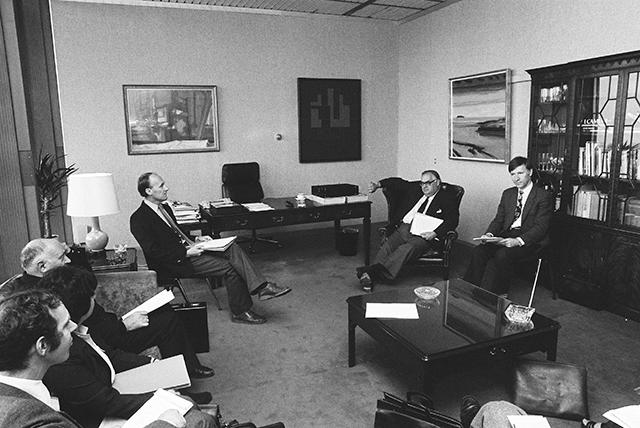 1984 discussion Created by:1984 group 6th period 1984 discussion questions full transcript more presentations by sondra yu système éducatif des États-unis mon enfance este es.