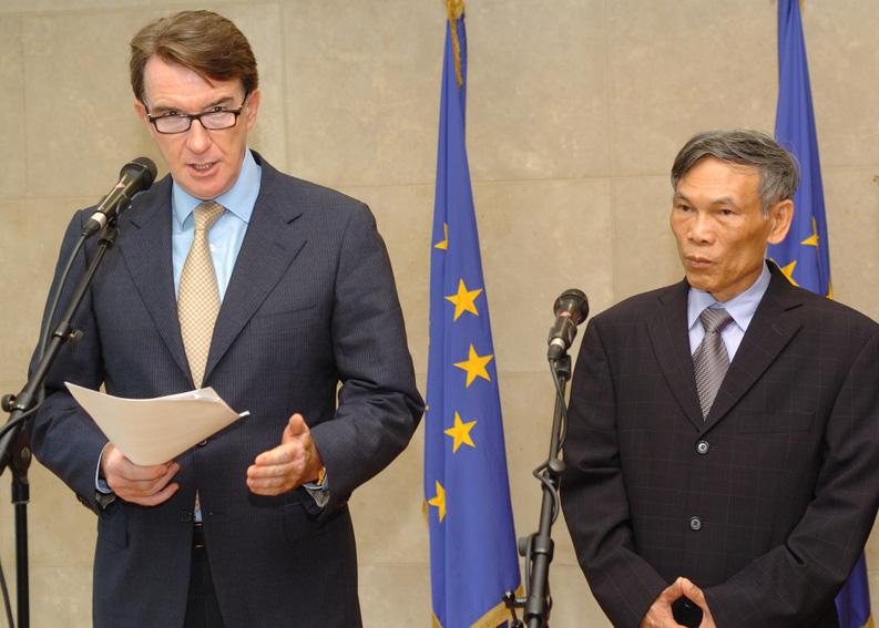Visite de Truong Dinh Tuyen, ministre vietnamien du Commerce, à la CE