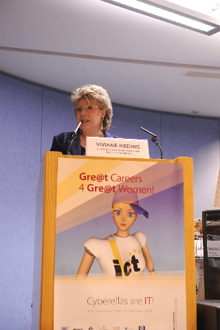 Signature of the of Best Practices for Women in the ICT sector by Viviane Reding, Member of the EC
