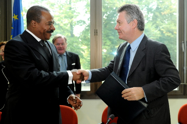 Signature of the Regional Indicative Programme (RSP/RIP) for Central Africa by Karel De Gucht, Member of the EC
