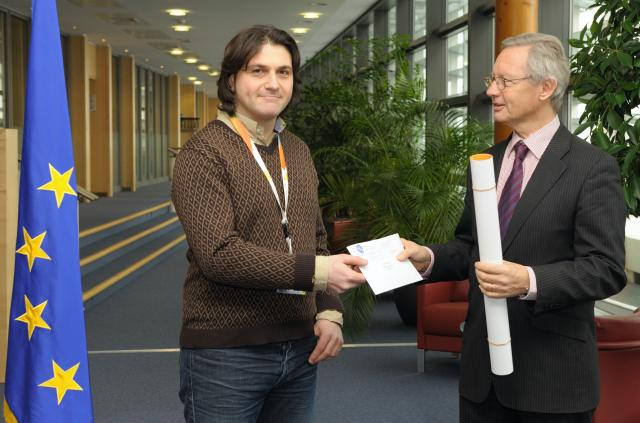 Prize-giving of the poster competition launched in view of the European Data Protection Day