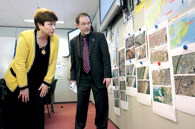Visit of Kristalina Georgieva, Member of the EC, to the Monitoring and Information Centre (MIC) on the evolution of the situation in Japan