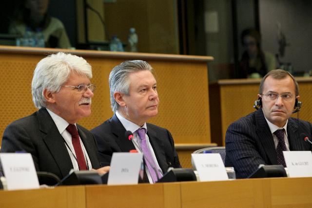 Participation de Karel De Gucht, membre de la CE, à la table ronde du département politique de la Commission du Commerce international du PE