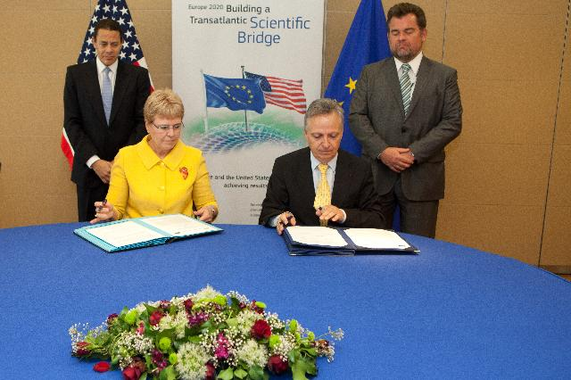 Signing ceremony of the JRC – US NOAA Implementing Arrangement