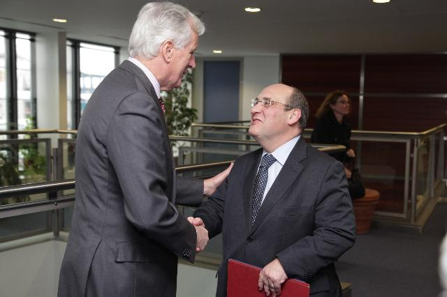 Presentation of the report by António Vitorino, EU Mediator in the dialogue on private copying levies and President of Notre Europe - Jacques Delors Institute, to Michel Barnier, Member of the EC
