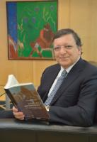 José Manuel Barroso, President of the EC, while reading for the campaign 'Get Caught Reading'