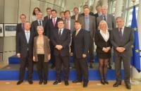 Group photo, from left to right, in the 1st row: Hans-Joachim...