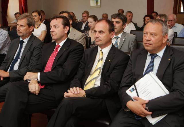 Presentation of the 'Europan 2013' award to Johannes Hahn, Member of the EC
