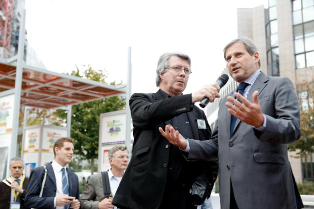 Le Commissaire Hahn inaugure l'exposition «100 EUrbansolutions for better cities»