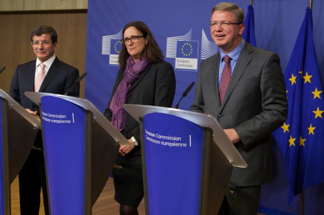 Joint press conference by Ahmet Davutoğlu, Štefan Füle and Cecilia Malmström, on the imminent signature of the readmission agreement between the EU and Turkey and the launch of the dialogue on visa liberalization