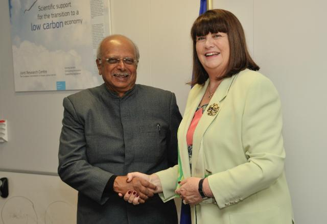Visit of Tissa Vitharana, Sri Lankan Minister for Scientific Affairs and Member of the Sri Lankan Parliament, to the EC