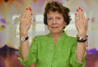 Neelie Kroes, showing the sign of number 10 with her fingers