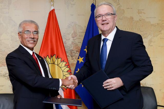 Cérémonie de signature du programme indicatif national en faveur de Kiribati pour la période 2014-2020