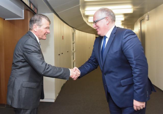 Visite de Piet Hein Donner, vice-président du Conseil d'État des Pays-Bas, à la CE