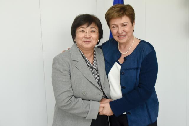 Visite de Rosa Otounbaïeva, ancienne présidente du Kirghizstan, à la CE