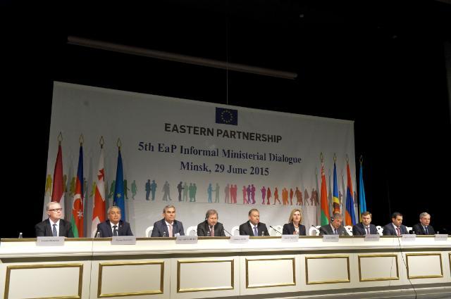 Participation de Johannes Hahn et Karmenu Vella, membres de la CE, au 5e Dialogue ministériel informel sur le Partenariat oriental de Minsk