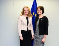 Visite d'Anniken Hauglie, ministre norvégienne du Travail et des Affaires sociales, à la CE