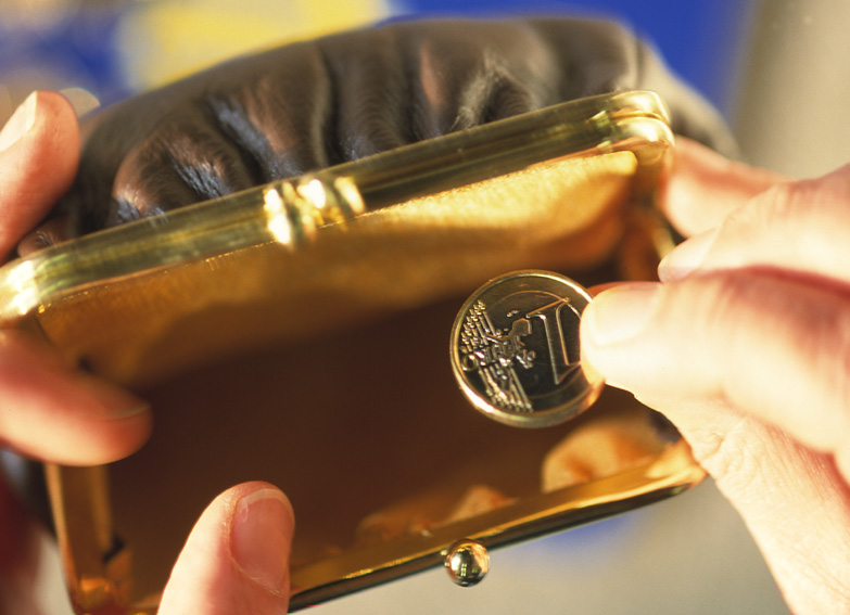 Purse with a Euro coin © EU