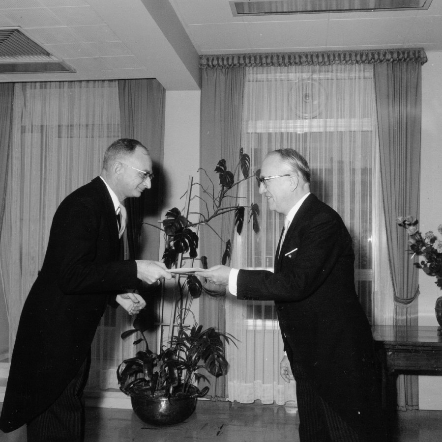 Presentation of the credentials of the Head of the Mission of Switzerland to Walter Hallstein, President of the Commission of the EEC