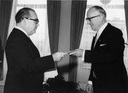 Présentation des lettres de créance des chefs de mission à Walter Hallstein, président de la Commission de la CEE