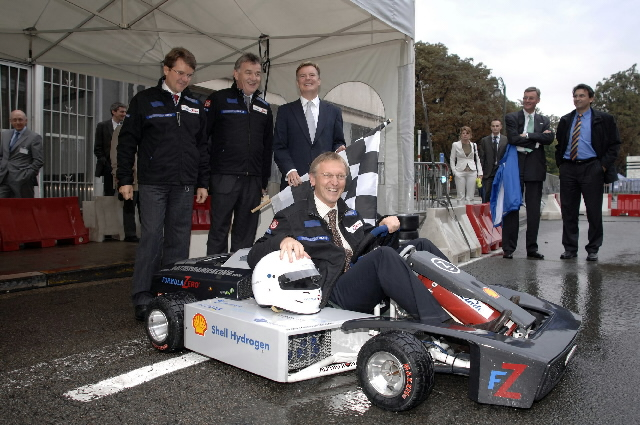 Janez Potocnik, Member of the EC, at the exhibition of the European Hydrogen and Fuel Cell Technology Platform