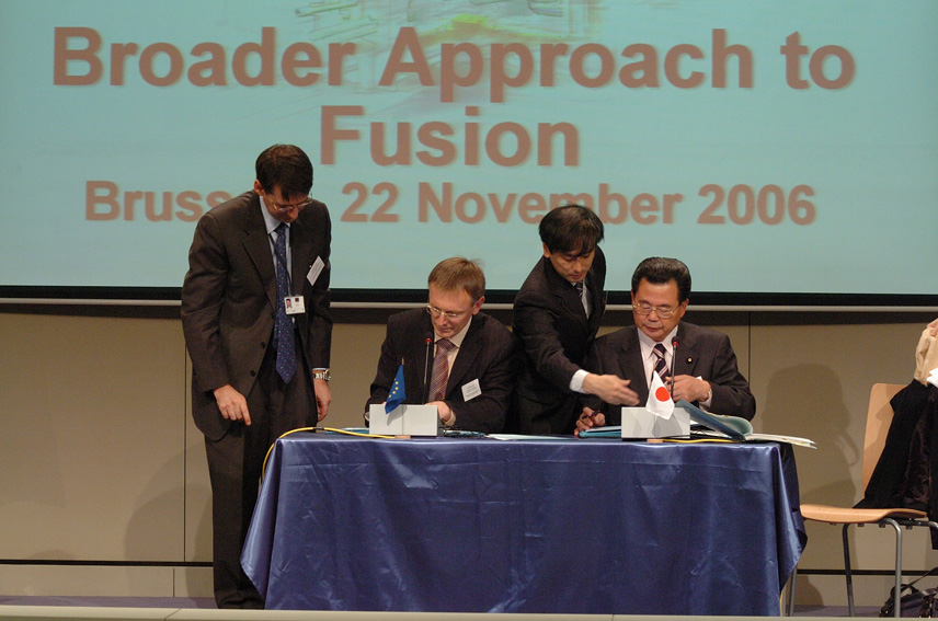 Signature EU/Japan on an agreement on a broader approach to fusion energy