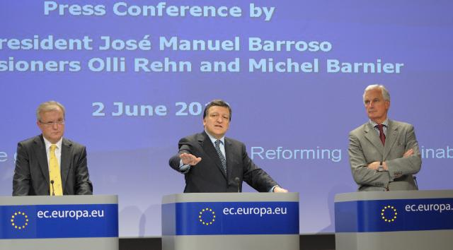 Joint press conference of José Manuel Barroso, Olli Rehn and Michel Barnier on economy and financial services