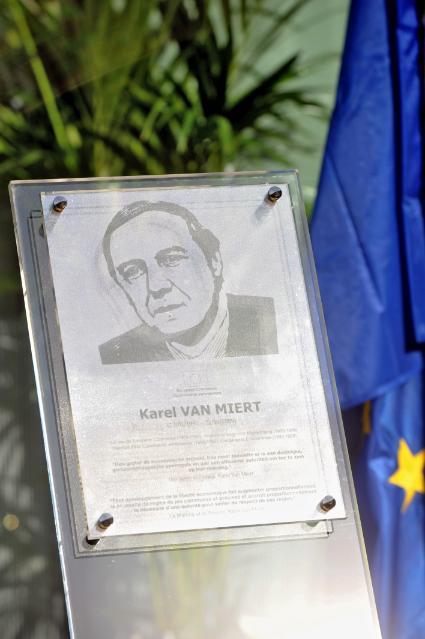 Cérémonie d'hommage à Karel van Miert
