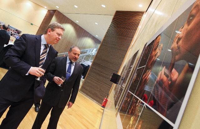 Vernissage de l'exposition Stories of Israel: a photographic journey into the nation's soul, par Avigdor Lieberman, vice-Premier ministre israélien et ministre des Affaires étrangères, et Štefan Füle, membre de la CE