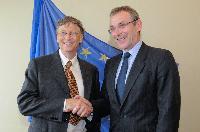 Rencontre entre Bill Gates, co-président de la Fondation Bill & Melinda Gates, José Manuel Barroso, président de la CE, et Andris Piebalgs, membre de la CE