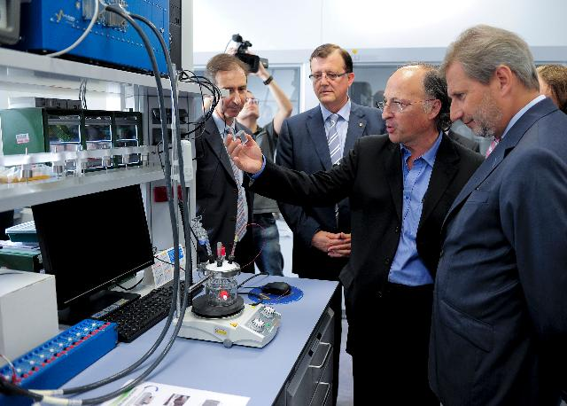Visit of Johannes Hahn, Member of the EC, to IREC: the Catalonia Institute for Energy Research