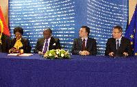 Visite de Georges Rebelo Pinto Chikoti, ministre angolais des Affaires étrangères, et Ana Dias Lourenço, ministre angolaise de la Planification, à la CE