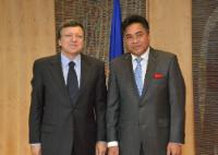 H.E. Ambassador Fatumanava Dr Pa'olelei Luteru,Head of the Mission of  Samoa to the EU, on the right, and José Manuel Barroso