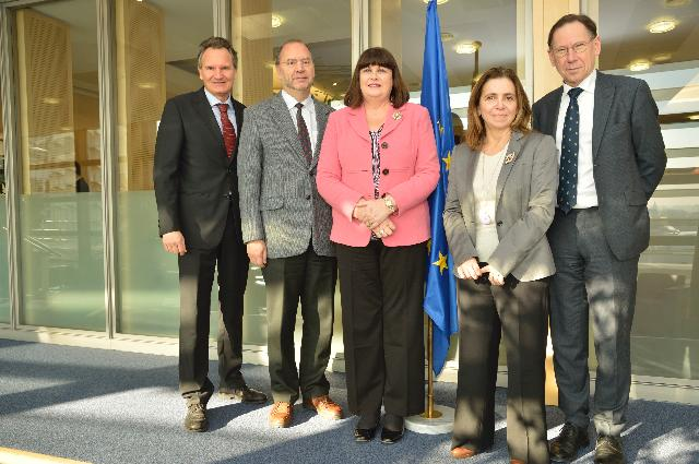 Visit of Peter Piot, Luc Soete and Lena J.Tsipouri to the EC